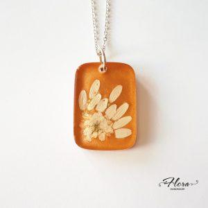 privjesak-bijelo-pravo-cvijeće-tratinčica-P87.1